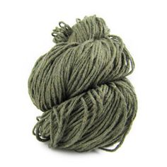 Made from cotton remnants from the garment industry (all new fabric), 2nd time cotton is a great choice for eco-lovers. The yarn is soft to the touch, and the solid colors have slight specs of colors