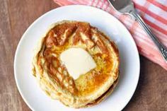 Delicious low carb and keto cream cheese pancakes are made with just three ingredients. Better than flour-based pancakes. Keto Cream Cheese Pancakes, Greek Yogurt Pancakes, Coconut Flour Pancakes, Keto Pancakes, Banting Recipes, No Carb Recipes, Real Food Recipes, Flour Recipes, Pan Cetogénico