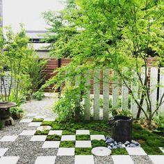 LIVING DESIGN の モダンな庭 大口の庭