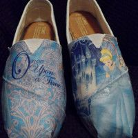 Glitter Cinderella Princess Toms by AccioMischief on Etsy Cheap Toms Shoes, Toms Shoes Outlet, Painted Canvas Shoes, Hand Painted Shoes, Disney Toms, Disney Outfits, Disney Clothes, Milan Fashion Weeks, Shoe Art
