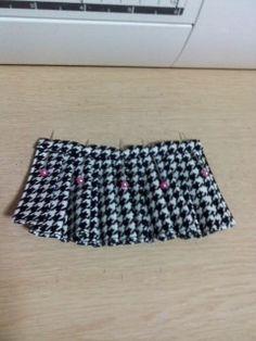 簡単なお人形用のプリーツスカートの作り方☆ | ☆簡単に作る人形服☆ Boho Shorts, Skirts, Women, Fashion, Moda, Fashion Styles, Skirt, Fashion Illustrations