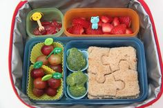 Bento Lunch Ideas: Week 1 (Smashed Peas and Carrots) - Handprint Kindergarten Creative School Lunches, School Snacks For Kids, Kids Packed Lunch, Lunch To Go, Toddler Meals, Kids Meals, Kindergarten Lunch, Bento Kids, Bread Shaping