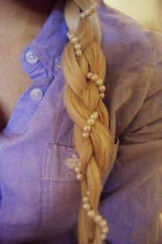 Weddbook ♥ Pearly Zopf Frisuren für die Hochzeit. Stilvolle Frisuren für langes Haar. Braid Hochzeitsfrisur mit Perlen. Spring Sommer blonde Pferdeschwanz Zopf bohemian pearl Strand