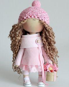 Куклы ручной работы в Instagram: «Эта чудесная куколка все еще ищет дом!»
