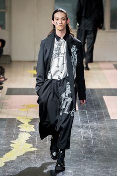 ヨウジヤマモト(Yohji Yamamoto) 2016年春夏コレクション Gallery101 Japanese Fashion Designers, Runway Fashion, Mens Fashion, Yohji Yamamoto, Casual Street Style, Fashion Prints, Menswear, Outfits, Clothes