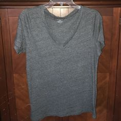 Old navy short sleeve tee Size large gently used short sleeve tee Old Navy Tops Tees - Short Sleeve