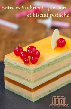 Entremets abricot - passion et biscuit pistache - Macaronette et cie
