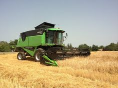 Impressive combine harvester by Deutz-Fahr! Many other Deutz-Fahr combines models at http://www.agriaffaires.co.uk/used/combine-harvester/1/3904/deutz-fahr.html