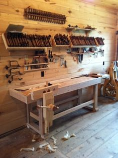 2011 Workbench Of The Month - Wood Vise Screw and Wooden Vise for Leg Vise, Wagon Vise, Shoulder Vise, Twin Screw Vise, Tail Vise and Face Vise for Wood Workbenches by danieldwightsmith Workbench Plans, Woodworking Workbench, Woodworking Workshop, Woodworking Crafts, Woodworking Projects, Craftsman Workbench, Workbench Top, Woodworking Videos, Workshop Storage