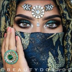 Where Can I Get Eyelash Extensions Beautiful Hijab, Big And Beautiful, Beautiful Eyes, Pretty Eyes, Cool Eyes, Arabian Beauty, Arabian Eyes, Arabic Makeup, Head Jewelry