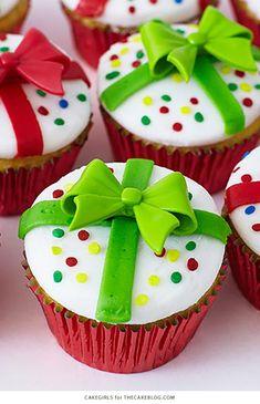Christmas Cupcakes are festive & decadent Christmas desserts. Here are the best Christmas Cupcakes Recipes & Cupcake decoration ideas for the holidays. Cupcake Decoration, Christmas Cupcakes Decoration, Holiday Cupcakes, Christmas Cup Cakes Ideas, Winter Cupcakes, Mocha Cupcakes, Banana Cupcakes, Strawberry Cupcakes, Velvet Cupcakes