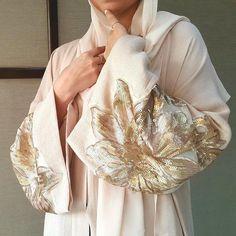 Gorgeous blush pink Linen Abaya With Matt gold Sequins Muslim Women Fashion, Islamic Fashion, Niqab Fashion, Modest Fashion, Velvet Dress Designs, Modern Abaya, Hijab Dress Party, Arabic Dress, Abaya Designs