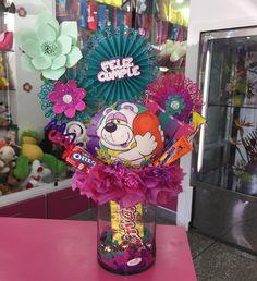 No hay descripción de la foto disponible. Kids Gift Baskets, Oreo, Gifts For Kids, Bouquet, Wreaths, Candy, Tags, Halloween, How To Make