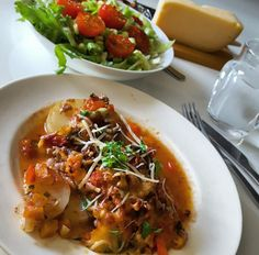 Moussaka, Swedish Recipes, Chili, Baking, Ethnic Recipes, Red Peppers, Chile, Bakken, Chilis