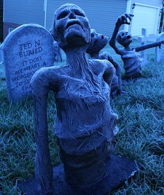 DIY - Awesome skeletons rising from the grave! Halloween decorations to do yourself! by grimgraham, via Flickr