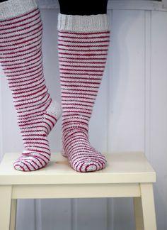 stripe love from moderni mummola Yarn Inspiration, Fashion Socks, Knitting Socks, Crocheting, Knit Crochet, Arts And Crafts, My Style, Knot, Pattern