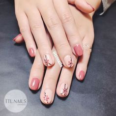 All these nail designs and styles are actually as simple as they are awesome. If you're always trying to find options and new designs, nail art designs are a good way to show off your personality and to be original. Pink Nails, Gel Nails, Nails & Co, Cherry Blossom Nails, Korean Nail Art, Floral Nail Art, Pink Nail Designs, Nails Design, Trendy Nail Art