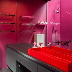 Does colour bring you joy? Jan Warburton is the owner of this hot pink bathroom and this amazing red rubber basin. Jan says that colour is her life and that it brings her so much joy. What colour brings you joy? Walls in Resene Lipstick. Photo Marina Mathews As seen in @habitatforresene #Resene #Resenepinks #bathroom inspiration #habitatbyresene