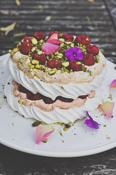Domestic Sluttery: Sluttishly Sweet: Raspberry, Rose and Pistachio Vacherin