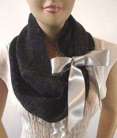 love the idea of tying a simple bow around my infinity scarves