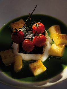 Michael Broughton, Terroir Restaurant at Kleine Zalze Estate (Stellenbosch) COPYRIGHT: Opulent Living Magazine Living Magazine, Chefs, Cape, Restaurants, Yummy Food, Dishes, My Favorite Things, Fruit, Ethnic Recipes