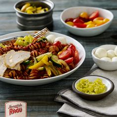 This rustic Italian bowl recipe from RAGÚ® is perfect for a vegetable-rich pasta dinner. Red pepper flakes, sliced onion, and strips of bell pepper are to excite the taste buds. Summer Recipes, New Recipes, Cooking Recipes, Sauce Recipes, Dinner Recipes, Italian Bowl, Pork Ragu, Ragu Recipe, Rustic Italian