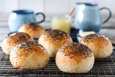 FINE RUNDSTYKKER   TRINES MATBLOGG Norwegian Food, Hamburger, Bread, Baking, Recipes, Drinks, Drinking, Beverages, Bakken