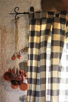Varão de cortinado com canecas de barro