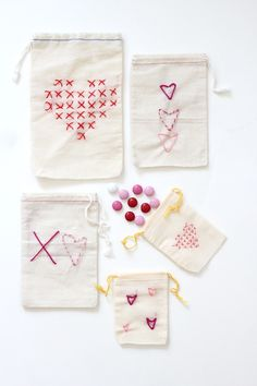 DIY Stitched Valentine Treat Bags, with pattern, supplies & tutorial links Valentines Day Treats, Valentine Day Love, Valentine Day Crafts, Treat Bags, Gift Bags, Favor Bags, Textiles, Heart Day, Crafty