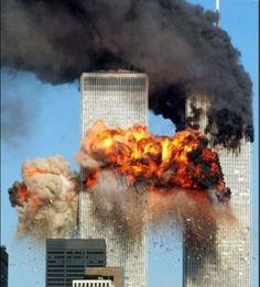 Khủng bố 11/9 diễn ra ngay đầu thập niên 2000 (2001) gây rúng động toàn nước MỸ. 2 chiếc máy bay đâm vào toà tháp đôi khiến hàng trăm người bị thương và thiệt mạng.