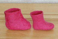 Tutorial - Wet felted booties over gum boots Как свалять валенки?