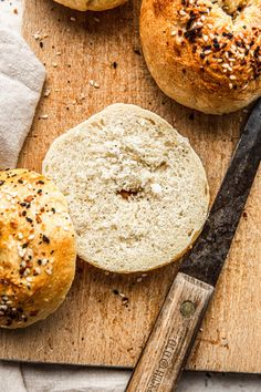 You can make your own bagels, in your own kitchen with simple ingredients! All you need is 5 basic ingredients to make these amazing Easy Homemade Bagels! All You Need Is, Homemade Bagels, Salted Egg, Egg Wash, 200 Calories, Coconut Sugar, Dry Yeast, Cooking Time, Easy Meals