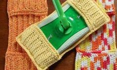 I can not find the link with the pattern, but I can see what they did. I will be making some of these. I Homemade Swiffer Pads: So easy to make, don't ever spend money on swifter refills again! Crochet Kitchen, Crochet Home, Crochet Crafts, Yarn Crafts, Free Crochet, Knit Crochet, Crochet Scrubbies, Washcloth Crochet, Tricot Facile