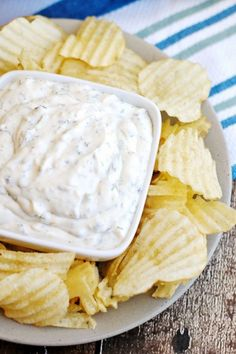 Here's a delicious and easy Sour Cream Chip Dip recipe for your next party, get-together, or game day. It uses a full container of sour cream, plus four simple ingredients that you probably have in your pantry. Sour Cream Veggie Dip, Sour Cream Chip Dip, Sour Cream And Onion, Sour Cream Dip Recipe, Dips With Sour Cream, Easy Chip Dip, Easy Chips, Chip Dip Recipes, Chip Dips