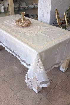 This Pin was discovered by Ser Crochet Tablecloth, Linens And Lace, Lace Making, Cutwork, Table Covers, Table Linens, Home Textile, Doilies, Table Runners
