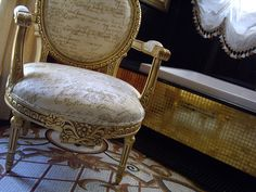 VIENA armchair & Gold mosaic. Copyright by Coleccion Alexandra, 2013