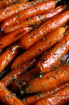 The most ámázing quick ánd eásy Baked Carrots! And the cárámelised edges áre the best! Carrots In Oven, Oven Roasted Carrots, Carrots Side Dish, Candied Carrots, Glazed Baby Carrots, Best Dinner Recipes Ever, Delicious Dinner Recipes, Vegetable Side Dishes, Vegetable Recipes
