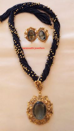 Ideas jewerly gold black jewels for 2019 Gold Jewellery Design, Bead Jewellery, Beaded Jewelry, Beaded Necklace, Gold Jewelry, Indian Wedding Jewelry, Bridal Jewelry, Jewelry Model, India Jewelry