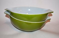 Hey, I found this really awesome Etsy listing at https://www.etsy.com/listing/223280095/pyrex-bowls-set-of-two-large-bowls-pair