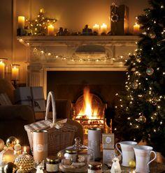 Hummm, en el ambiente ya huele a Navidad. Las calles comienzan a lucir las primeras luces, todavía sin encender, los escaparates comienzan a ilumi...