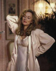 Meryl Streep Super séries de Photos par films:   http://www.imdb.com/name/nm0000658/mediaindex?ref_=nm_mv_sm