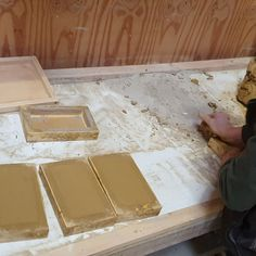 The huge job for Nyborg Castle is progressing steadily: Many thousands of floor tiles have now been completely formed by hand in Medieval sizes. In the meantime, we are also busy with glazing and firing. 4 craftsmen work full-time on this honorable job. In the following reports we will let you enjoy the progress of this special project in the near future.