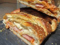 Los fogones de Ana Sevilla: Trenza rellena de pizza Other Recipes, Sweet Recipes, Pan Relleno, Empanadas, Spanish Food, Canapes, Hot Dog Buns, Love Food, Sandwiches