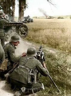 Wehrmacht troops accompanied by a Panzer Division take aim with an machine gun whilst the Blitzkrieg into Poland is in full swing. German Soldiers Ww2, German Army, Military Art, Military History, Mg34, Germany Ww2, Ww2 History, Ww2 Photos, Ww2 Pictures