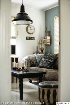 olohuone,rustiikkinen,sohva,sohvapöytä,kattovalaisin