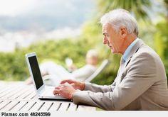 Online hulp alleen voor jongeren? Welnee! Steeds meer ouderen zijn online.