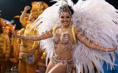 Tainá Santos Souza, musa da bateria com a fantasia completa para o desfile