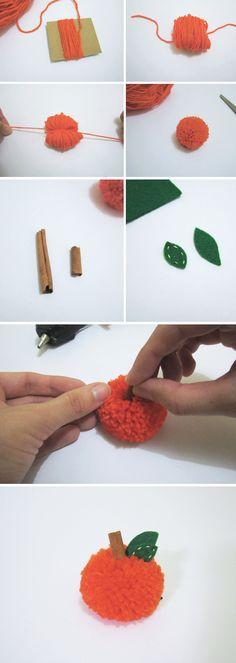 DIY de Halloween: mini abóbora de pompom! #halloween #pumpkin #pompom #yarn