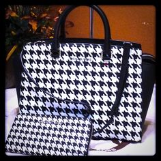 ❤️MK 2 Piece Set! Houndstooth Selma and Wallet! ❤️ This stunning bag and wallet set is one of my very favorite MK Bags I've ever owned!! I've carried it a couple times and people are in LOVE with it!  Lol! Not sure I want to sell...but for the right offer I just might consider it!  It's in pristine condition....basically like new still.  Xo, HB (MSRP / Trade Value $600) MICHAEL Michael Kors Bags Satchels