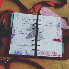 Meine nächste Woche im Personal. Ich mag solch pastellige Farben in Rosa und Lila.  Und vor allem wenn sie dann noch etwas Blumiges haben.  #Filofax #kikkik #planner #filofaxdeutschland #filofaxing #filofaxlove #washi #filofax #planner #plannergirl by jennifer_rosenrot